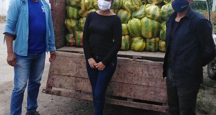 ENTREGA DE VERDURA A LAS FAMILIAS DE LOS SECTORES DE LA PARROQUIA