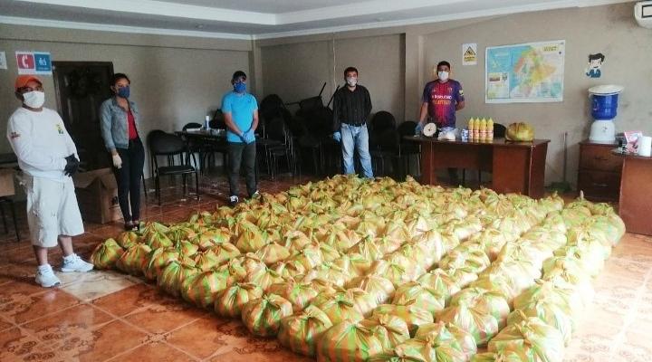 ENTREGA DE KITTS ALIMENTICIOS A LAS FAMILIAS DE LOS DIFERENTES DE SU LOCALIDAD